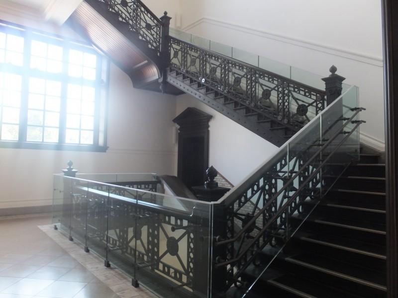国際子ども図書館階段