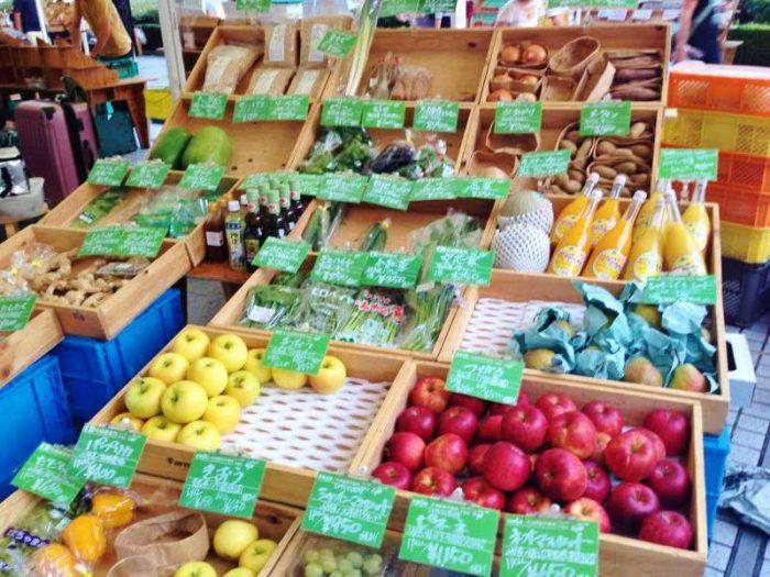 マルシェの野菜と果物