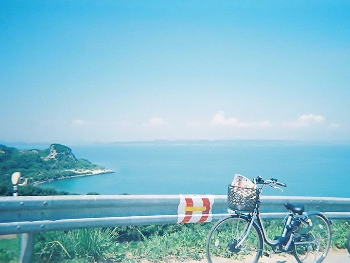 豊島の山道を自転車で。
