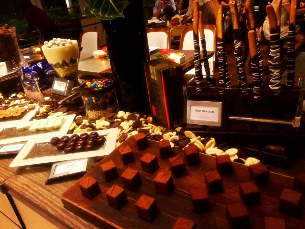 シンガポールの地上200mでチョコ&チーズ食べ放題!「THE CHEESE & CHOCOLATE BAR」@マリーナベイサンズ