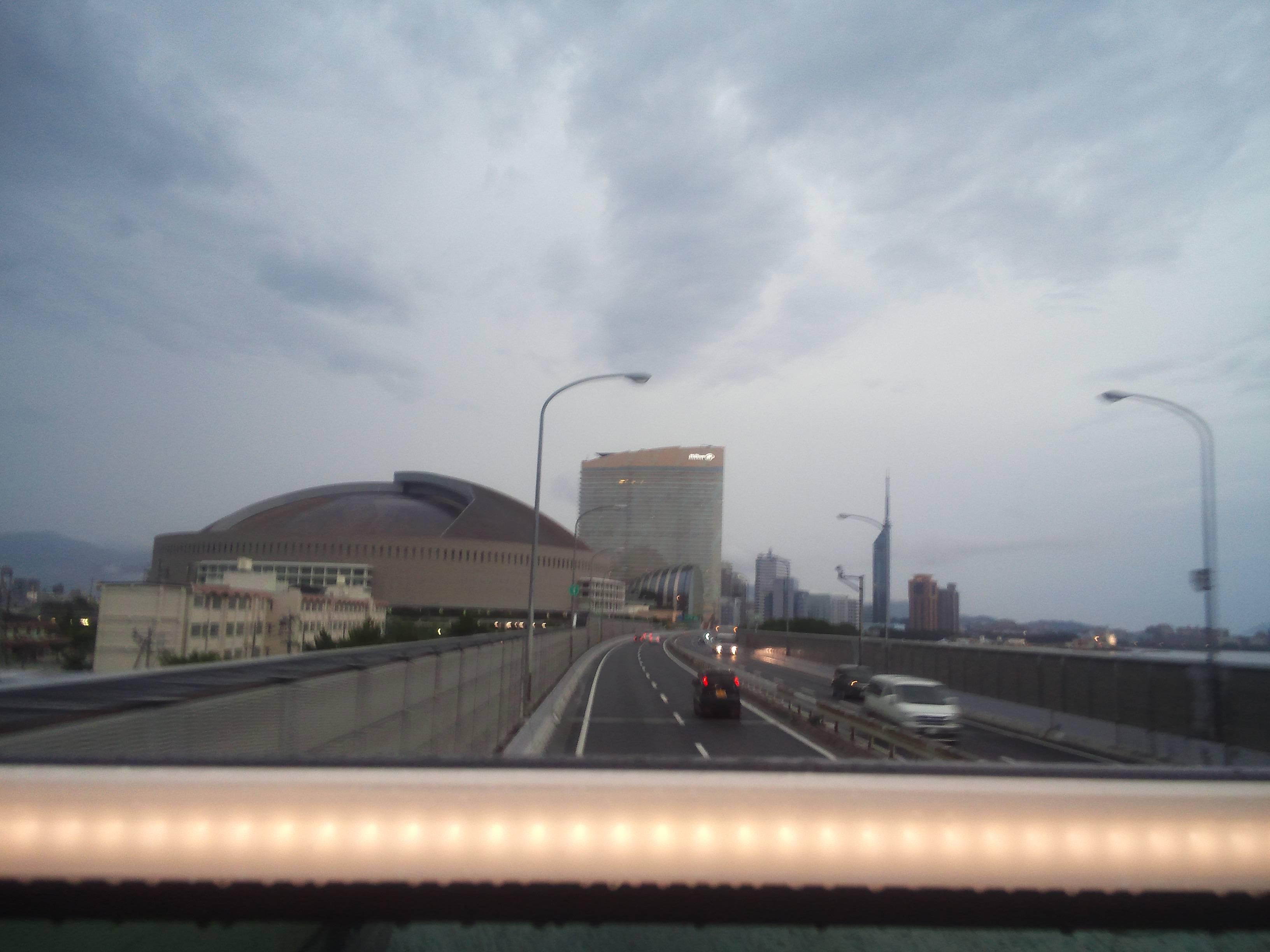 福岡ヤフオクドームと福岡タワー