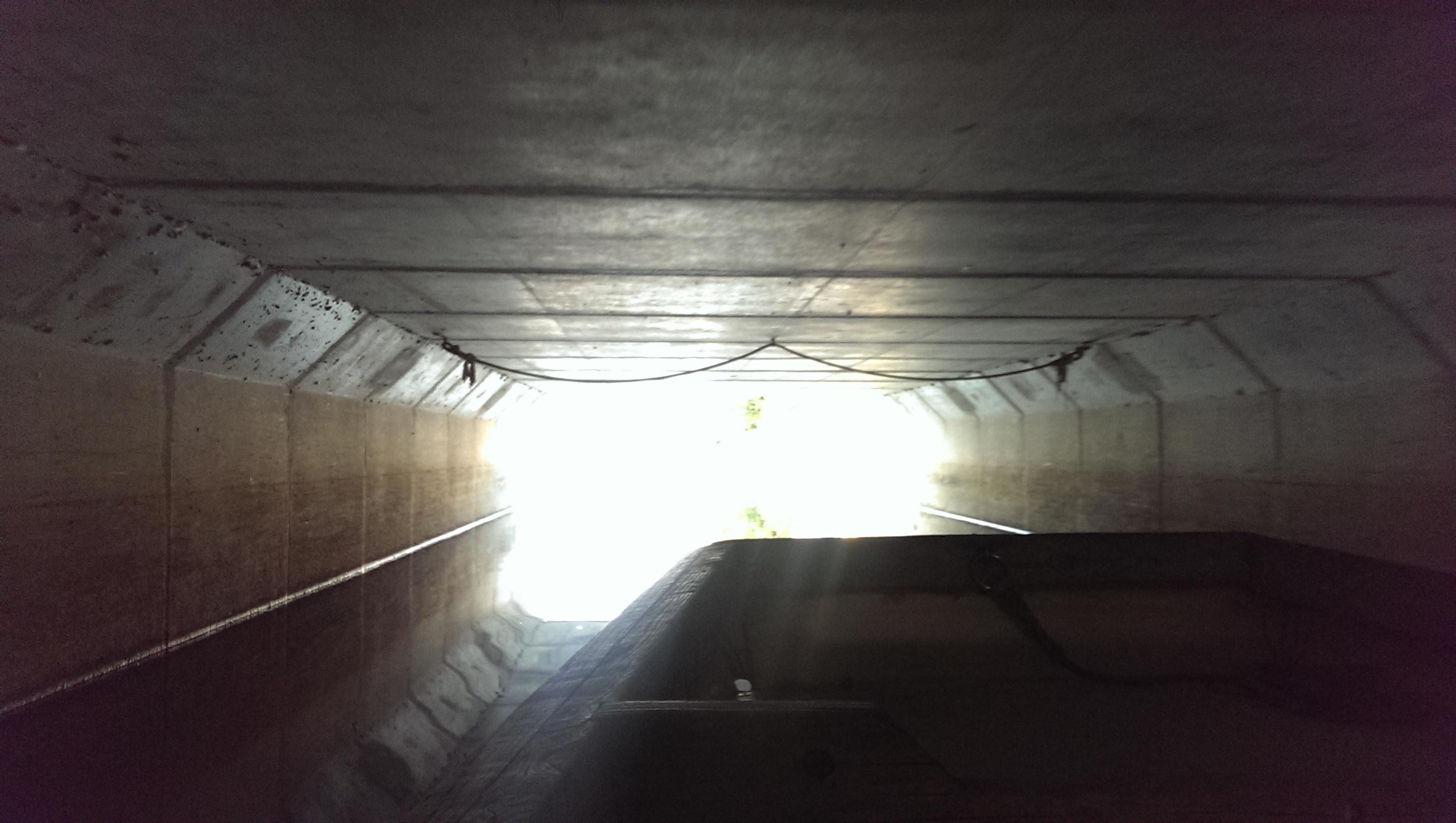 川下り橋の下