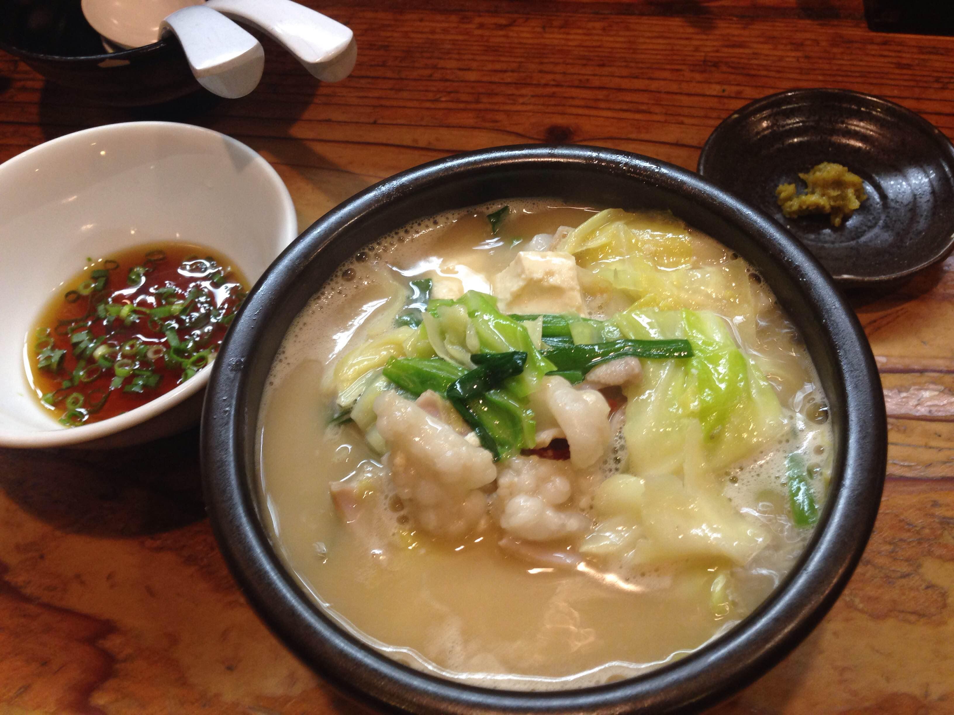 博多ギョーザと国産もつのスープ炊き