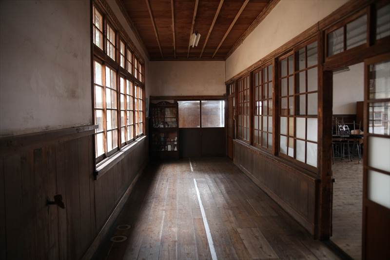 旧上岡小学校 廊下