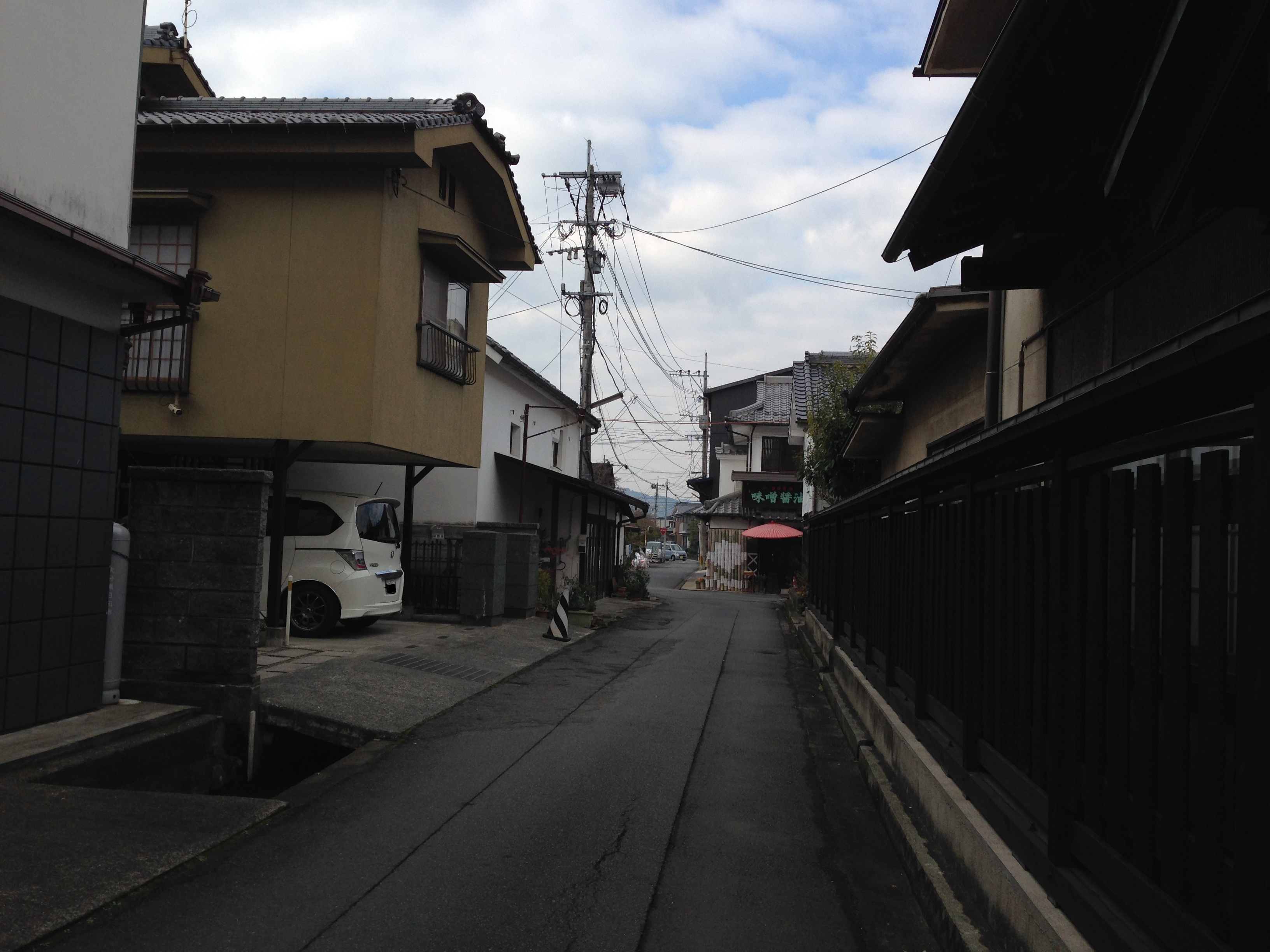 日田醤油への路地