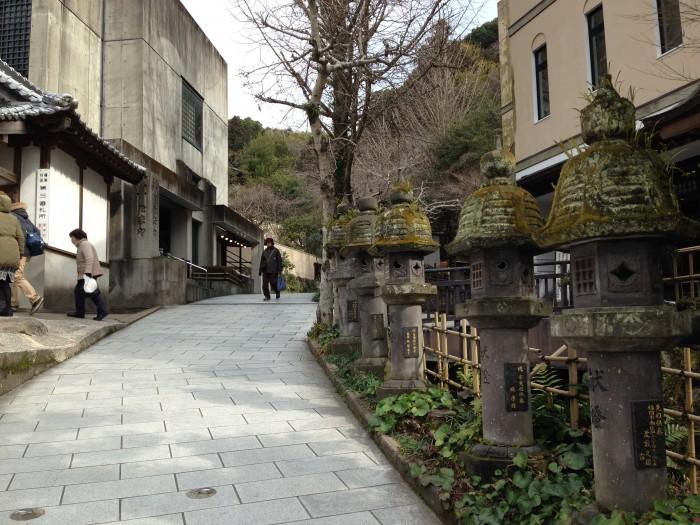 南蔵院の坂道