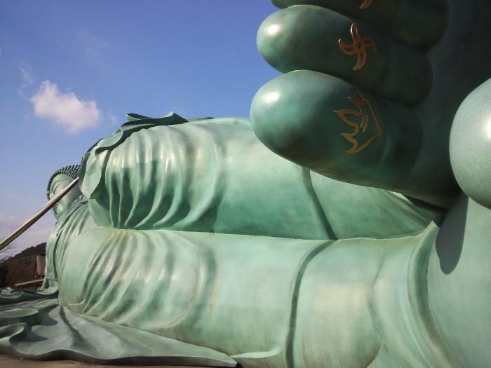 涅槃像の足元