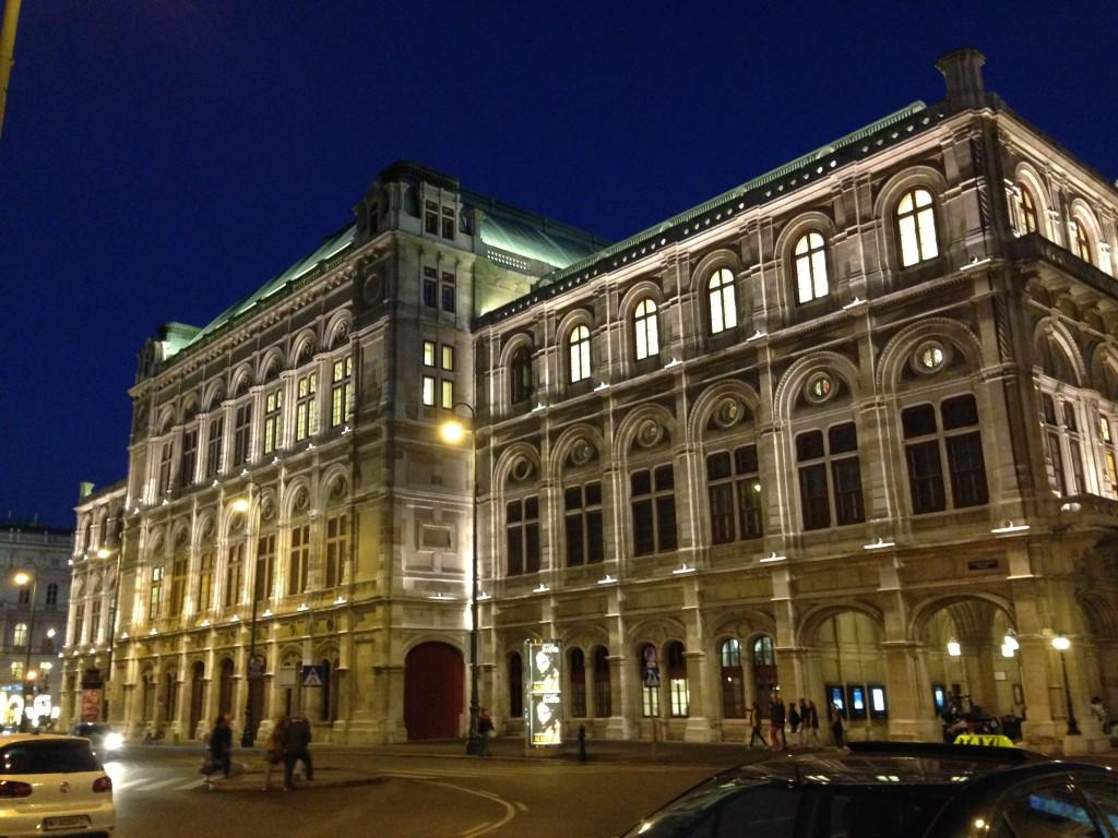 【ウィーン観光】1000円以下で街一周し、見どころを制覇する方法