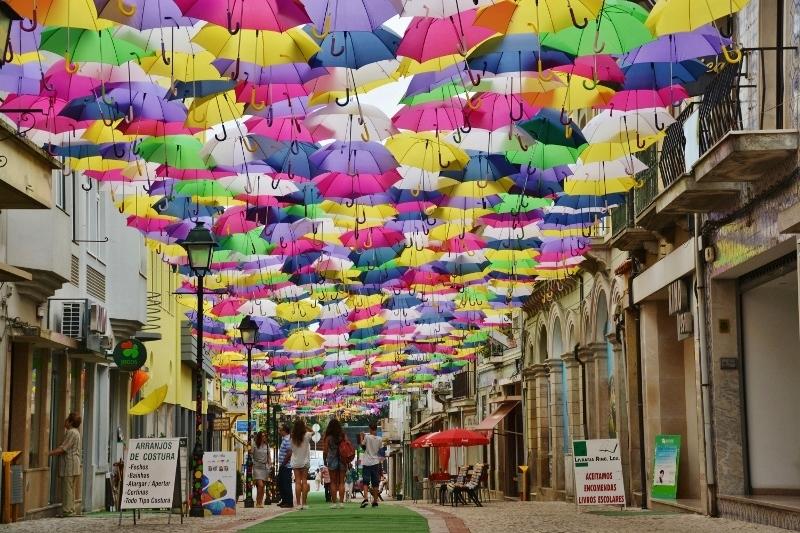 雨の日が楽しくなる?傘祭り