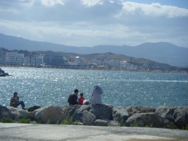 山に囲まれた海