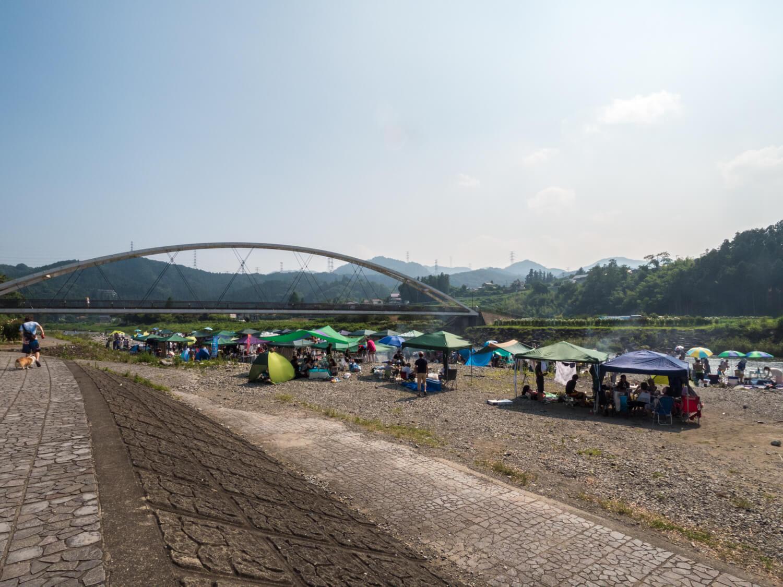 秋川橋河川公園キャンプ場
