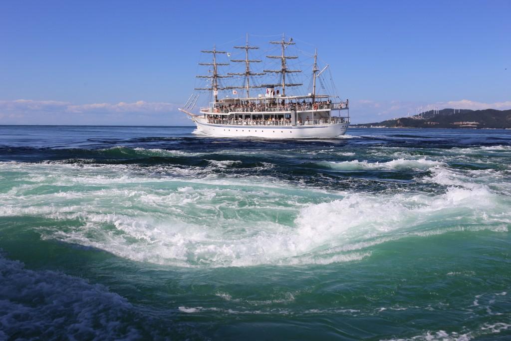 【トリップス】全て現地取材マニアがつくる旅行メディア「うず潮・鳴門」目指せ!宝島!海賊王の気分で楽しむ、世界三大潮流への旅