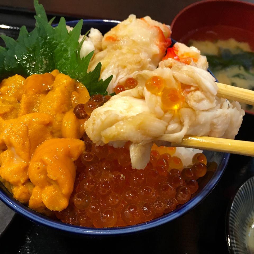 札幌・二条市場の「大磯」で味わう海鮮丼がまるで食べる宝石
