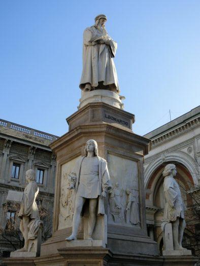 ダヴィンチ銅像