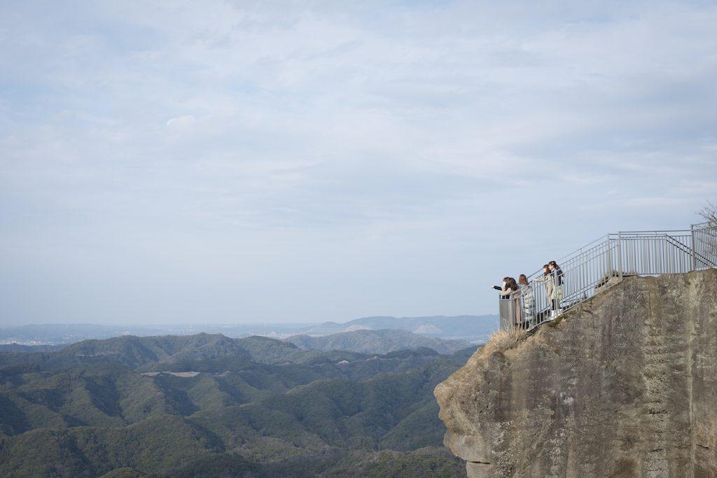 千葉・鋸山の「地獄のぞき」は驚きの絶景スポット!