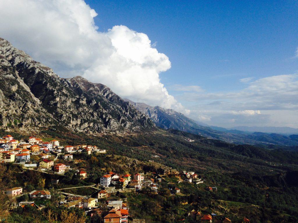 アルバニアの今。鎖国・無神国家を経て、独特すぎる文化の国になっていた!