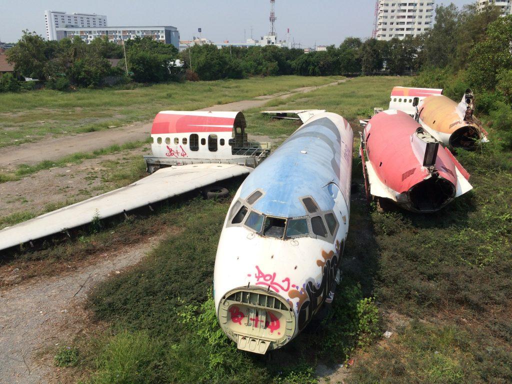 飛行機の墓場で生活する人々とは?