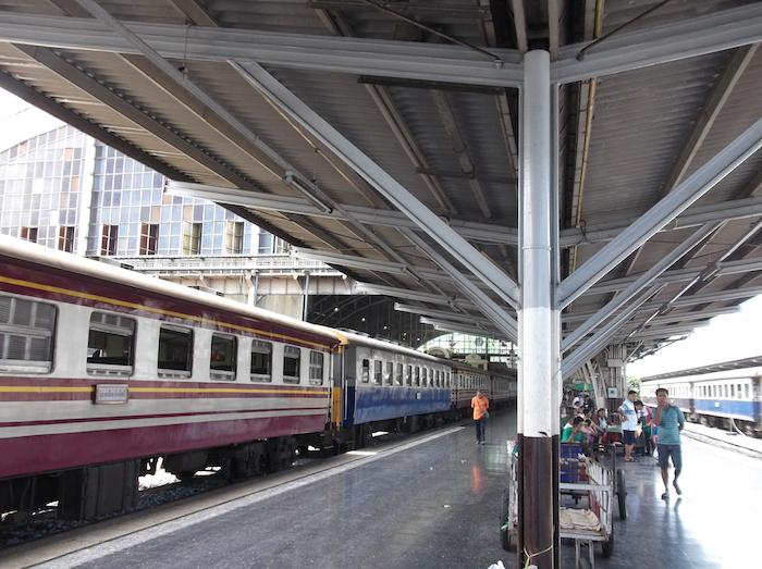 アユタヤ 電車