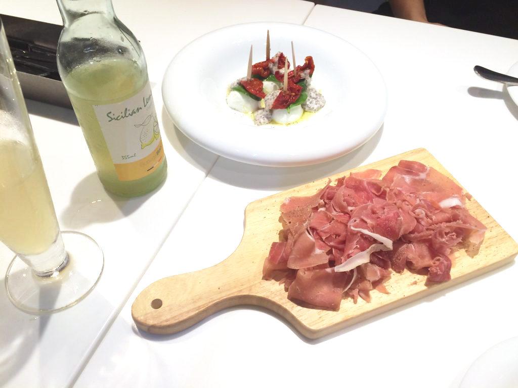 生ハムが1円で食べ放題…本当に美味しいの?話題の「肉LABO」に行ってみた