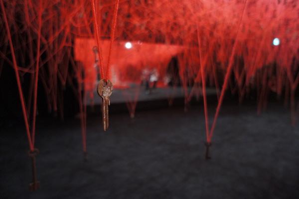 塩田千春『鍵のかかった部屋』