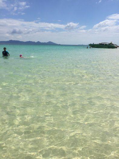 クラダン島の透き通ったビーチ