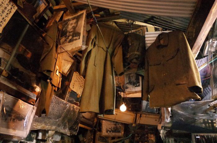 店内に飾られている軍服