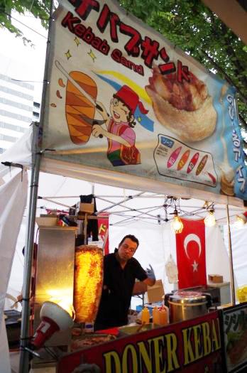 01 その場で切ってくれるトルコ料理のケバブ屋さん
