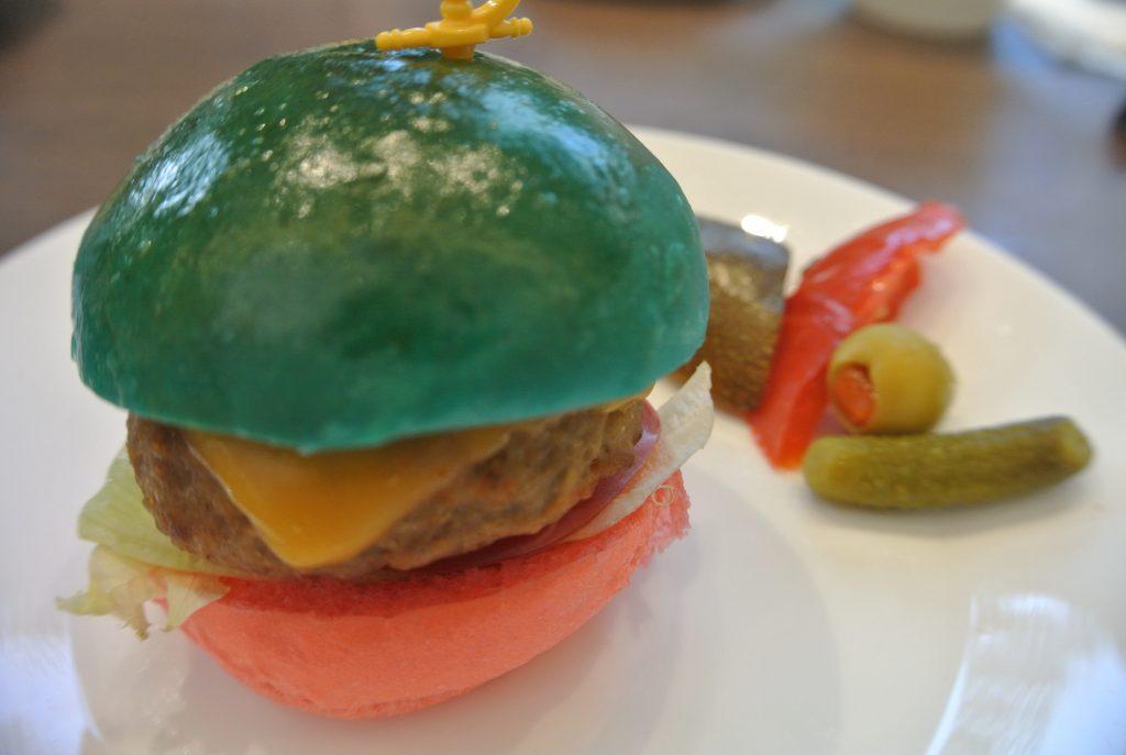 青いハンバーガー