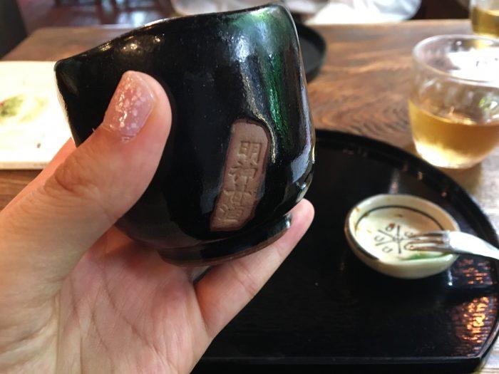 明神甘酒の文字が入った味のある湯呑み