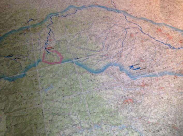 ▲ピンク色で囲まれている浦山ダムから都心の荒川までの川の流れがイメージできます。