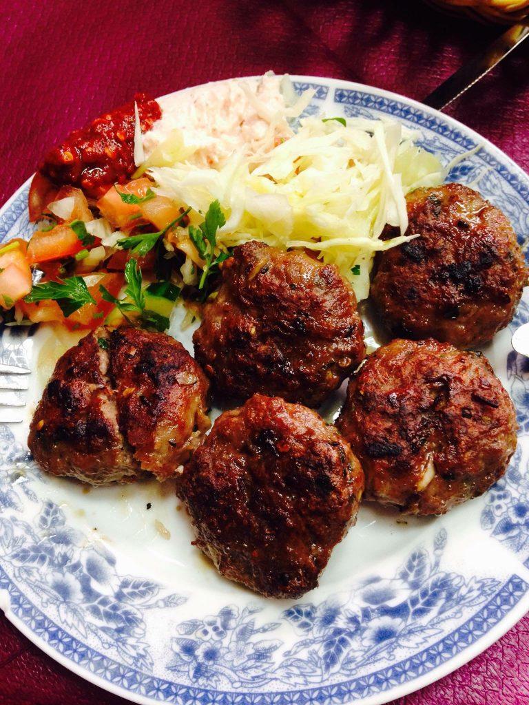 コソボ料理」の世界へようこそ。...