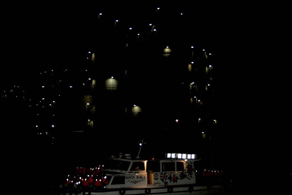 集合写真っぽい船と夜景