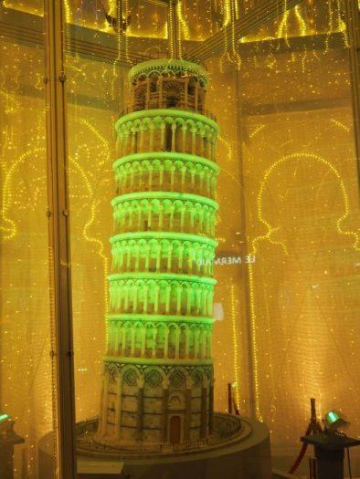 ピサの斜塔モニュメント
