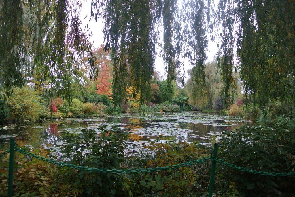 モネの寝室、かわいい。「クロード・モネの家と庭園」を見にフランスに行ってきました!