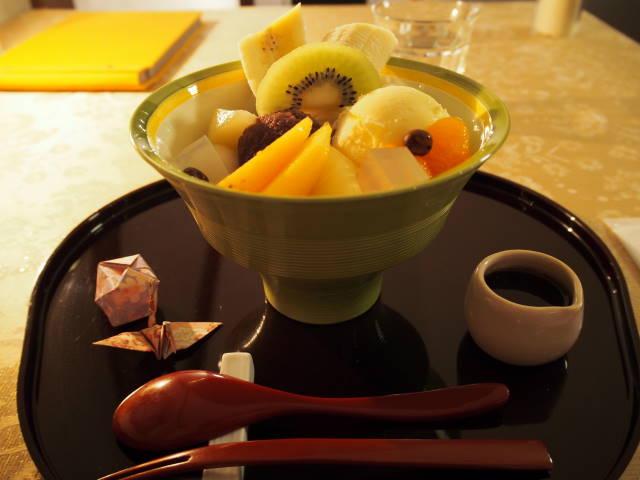 パワースポット「北海道神宮」をお参りし、和スイーツを平らげる贅沢な散策を。