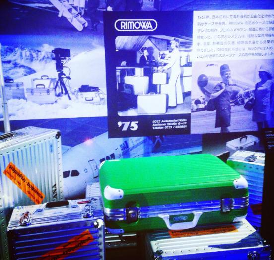 RIMOWAのスーツケースの展示