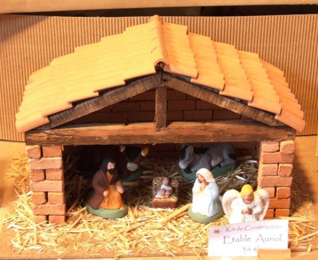 フランスならではのクリスマスの楽しみ方「クレッシュ」「サントン人形」とは?