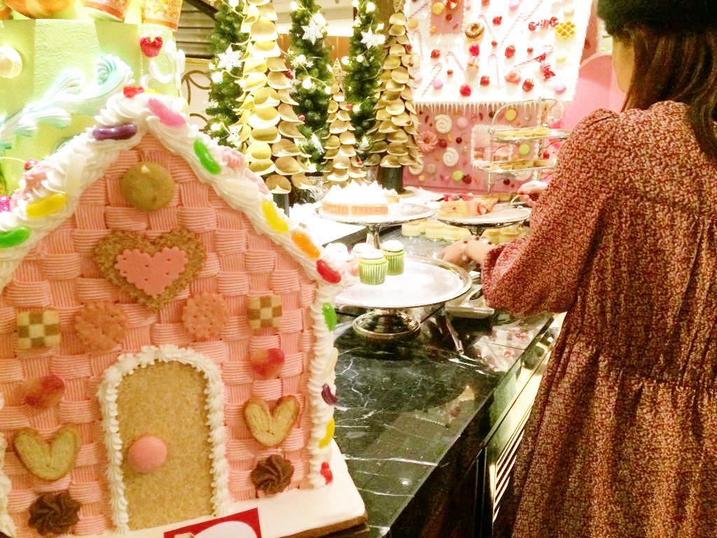 ヒルトン東京のスイーツビュッフェ「ヘンゼルとグレーテルのお菓子の家」がもうとにかく可愛いんです