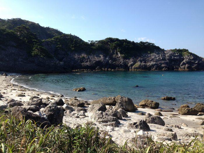式根島 中の浦海水浴場