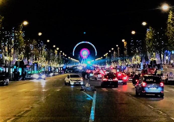 パリ・シャンゼリゼ大通りのイルミネーションが2016年も点灯!クリスマス・マルシェでは食べ歩きも!