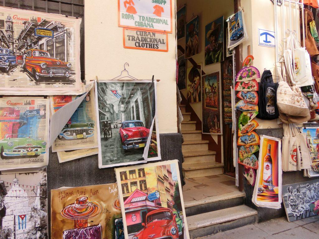 キューバ・ハバナ旧市街は街歩きが最高!活気あるバーから庶民の市場まで網羅してみない?