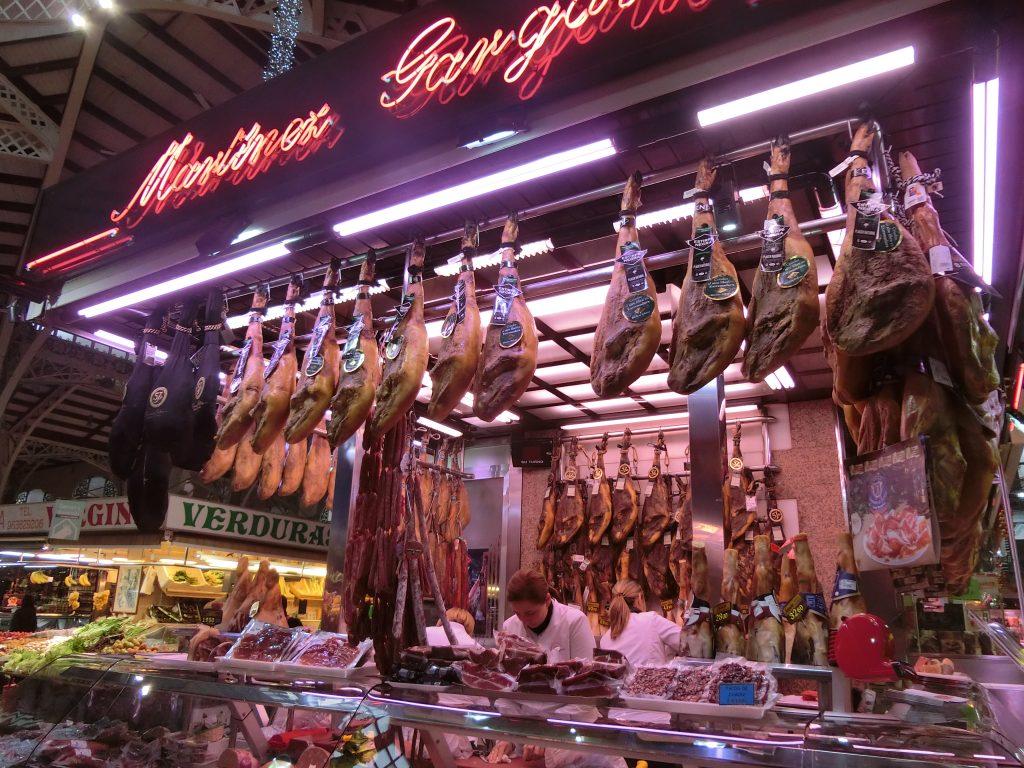 「バレンシア中央市場」で試食&持ち帰り!本場の生ハムやチーズが待っています