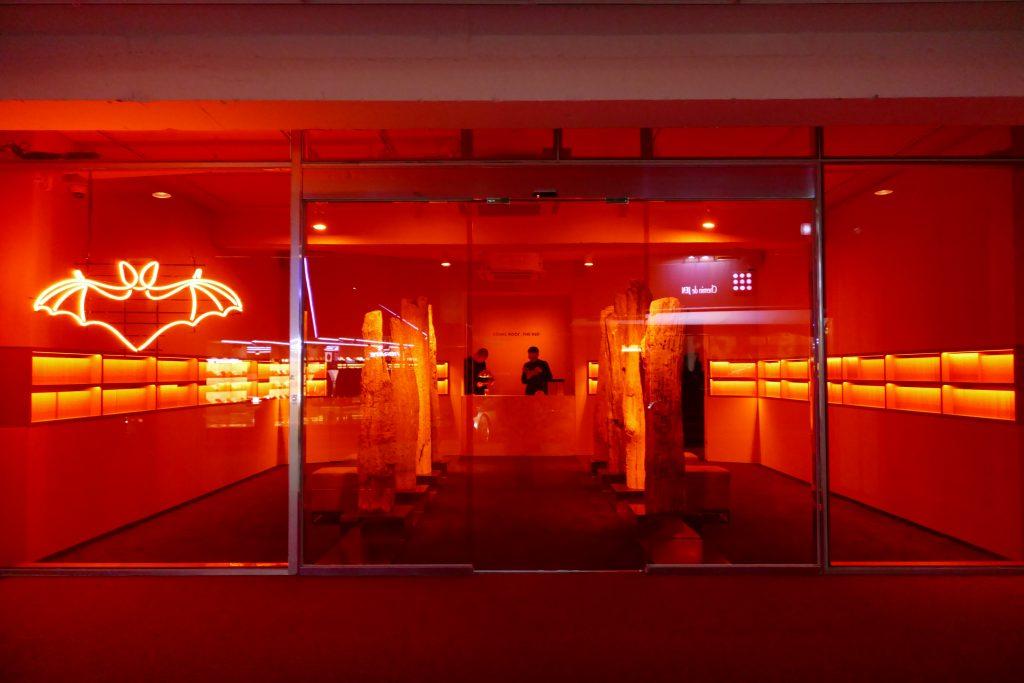 入りにくい…!ソウルの実験的アートカフェ「BAT」が異彩を放ちすぎてた。