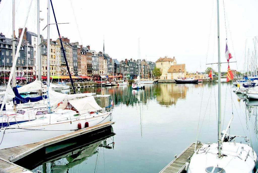 木組みの町並みが可愛い!フランスの港町・オンフルールをのんびり散策