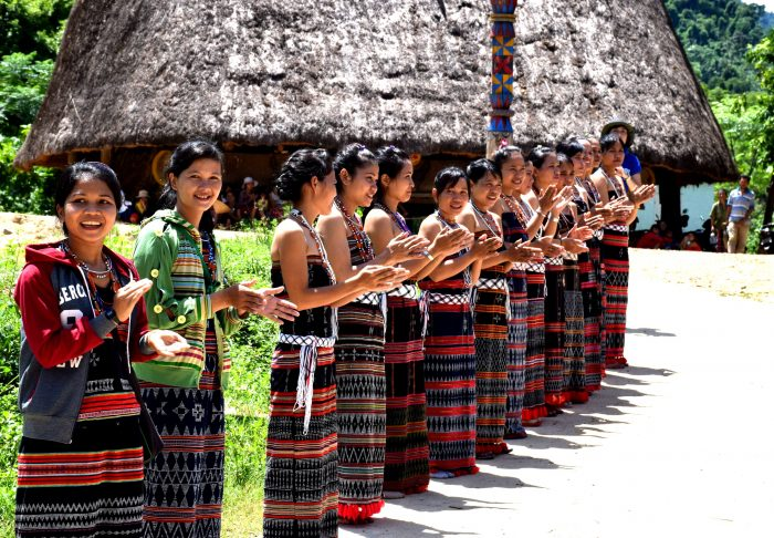 カトゥー族の出迎え
