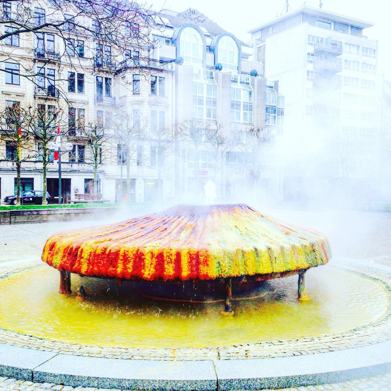 天然温泉の温水(hot spring