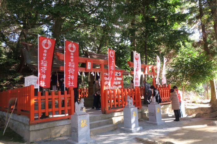 稲荷神社と鶏石神社