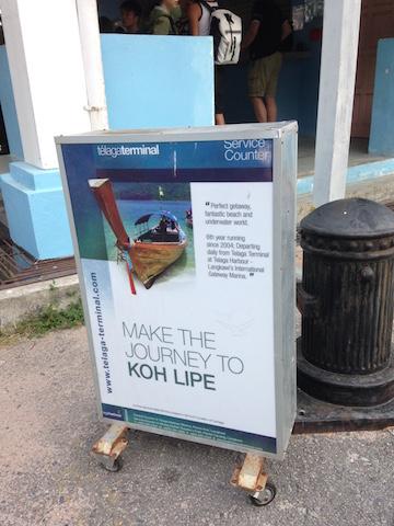 リペ島へ行くボート乗り場の看板