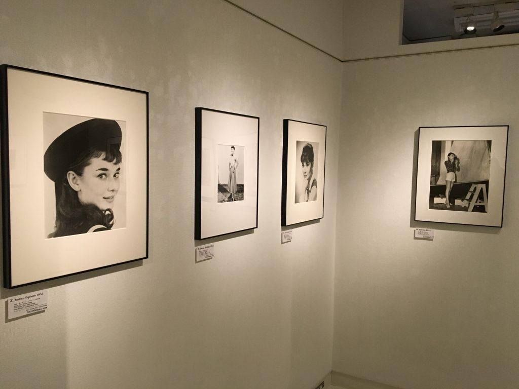 「オードリー・ヘップバーン」の写真展。彼女の美しさを静かに堪能する場所。