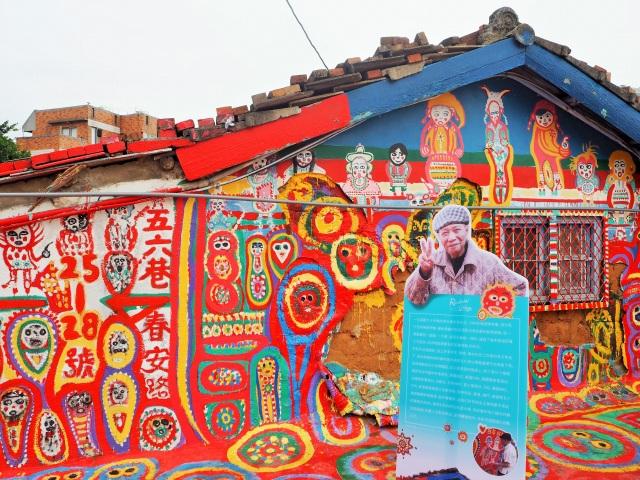 90歳のおじいちゃんが村いっぱいに描く「彩虹眷村」のアートがエネルギッシュ!